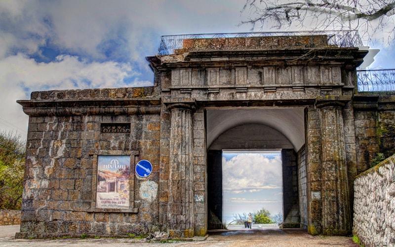 экскурсия памятника Байдарские ворота из феодосии